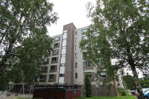 A spacious two bedroom apartment along good traffic connections in the city center of Järvenpää. (ID 7862)