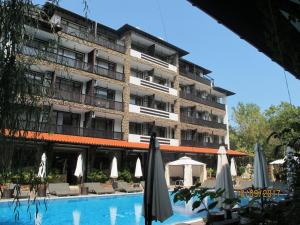 Paradise Green Apartments