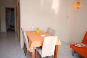 Apartment Vinisce 5229b, Ferienwohnungen  Vinišće - big - 5
