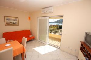 Apartment Vinisce 5229b, Ferienwohnungen  Vinišće - big - 4