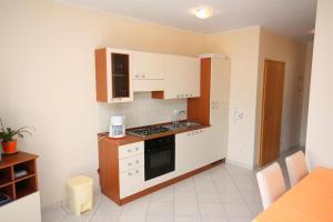 Apartment Vinisce 5229b, Ferienwohnungen  Vinišće - big - 2