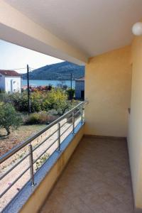Apartment Vinisce 5229b, Ferienwohnungen  Vinišće - big - 12
