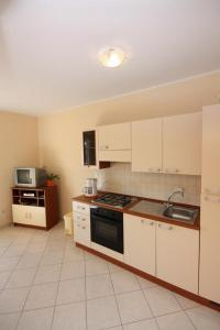 Apartment Vinisce 5229b, Ferienwohnungen  Vinišće - big - 13