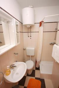 Apartment Vinisce 5229b, Ferienwohnungen  Vinišće - big - 9