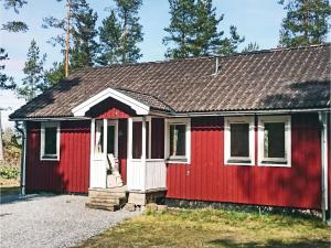 Three Bedroom Holiday Home in Valdemarsvik
