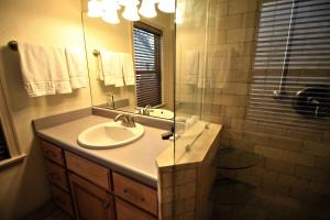 Peach Tree Inn & Suites, Hotely  Fredericksburg - big - 72