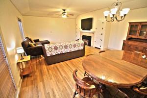 Peach Tree Inn & Suites, Hotely  Fredericksburg - big - 69