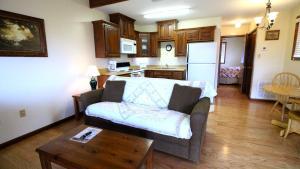 Peach Tree Inn & Suites, Hotely  Fredericksburg - big - 22