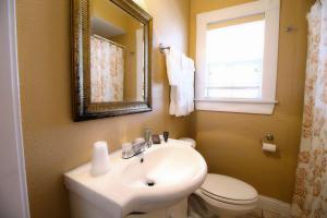 Peach Tree Inn & Suites, Hotely  Fredericksburg - big - 52