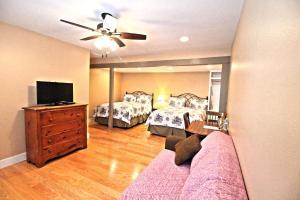 Peach Tree Inn & Suites, Hotely  Fredericksburg - big - 76
