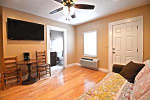 Peach Tree Inn & Suites, Hotely  Fredericksburg - big - 62