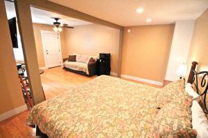 Peach Tree Inn & Suites, Hotely  Fredericksburg - big - 66