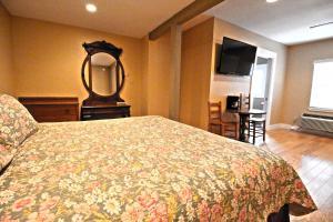Peach Tree Inn & Suites, Hotely  Fredericksburg - big - 58