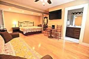 Peach Tree Inn & Suites, Hotely  Fredericksburg - big - 61