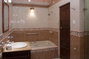Beautiful 11 Bedroom Mansion near the Old City, Case vacanze  Cartagena de Indias - big - 42
