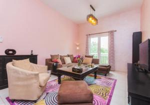 Hacienda Holiday Homes - Discovery Gardens - Dubai