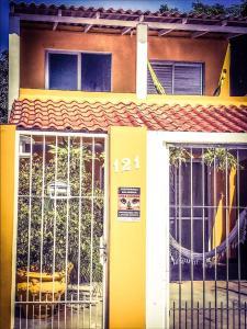 Casa amarela, Dovolenkové domy  Florianópolis - big - 2
