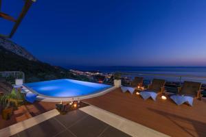NEW Luxury Villa View,heated infinitiy pool, sea & mountain view,BBQ...