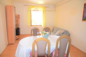 Apartment Poljica 10237a, Apartments  Marina - big - 17
