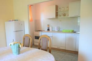 Apartment Poljica 10237a, Apartments  Marina - big - 20