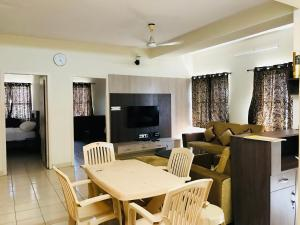 White floors service apartment, Apartmány  Chikmagalūr - big - 4
