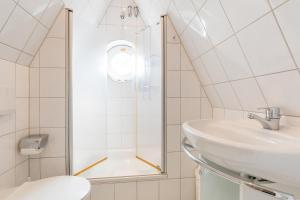 _Koeoevenhues_ App_ 5_OG_re, Apartmanok  Wenningstedt - big - 32