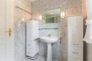 _Koeoevenhues_ App_ 5_OG_re, Apartmanok  Wenningstedt - big - 25