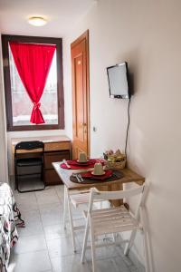 La Voliera, Bed and breakfasts  Rome - big - 62