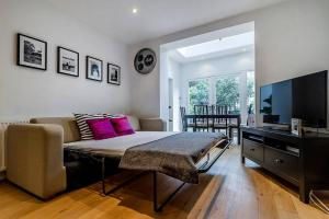 Entire Home in Islington sleeps 4 with garden, Apartments  London - big - 12