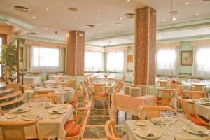 Hotel Tibur, Hotel  Saragozza - big - 34
