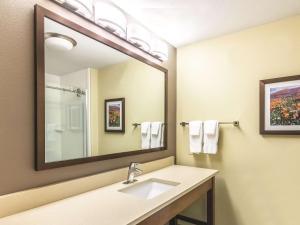 La Quinta Inn & Suites Durango, Отели  Durango - big - 20