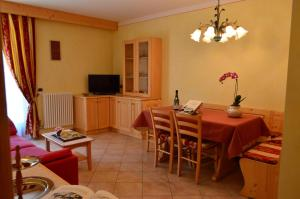 Casa Collini, Ferienwohnungen  Pinzolo - big - 129