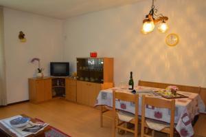 Casa Collini, Ferienwohnungen  Pinzolo - big - 86