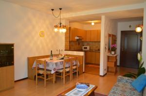 Casa Collini, Ferienwohnungen  Pinzolo - big - 99