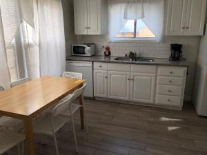Unique 2 Bedroom Home in Burbank, Prázdninové domy  Burbank - big - 51