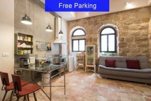 Best Location Authentic Jerusalem Stone Apartment