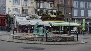 Le Clos Notre Dame, Ferienwohnungen  Honfleur - big - 21