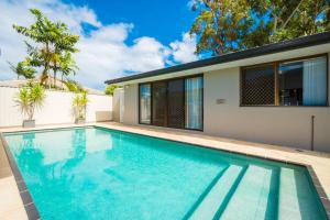 Family Friendly Home with Pool in Southport