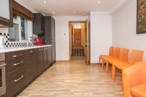 2 Bedroom Apartment in Fulham Sleeps 4, Apartmány  Londýn - big - 4