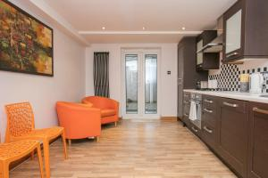 2 Bedroom Apartment in Fulham Sleeps 4, Apartmány  Londýn - big - 12