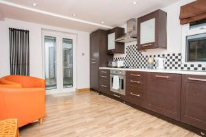 2 Bedroom Apartment in Fulham Sleeps 4, Apartmány  Londýn - big - 1