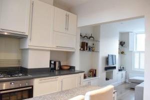 2 Bedroom Apartment Sleeps 3 in Battersea, Apartmány  Londýn - big - 6