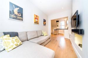 2 Bedroom Apartment Sleeps 3 in Battersea, Apartmány  Londýn - big - 1