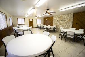 Peach Tree Inn & Suites, Hotely  Fredericksburg - big - 34
