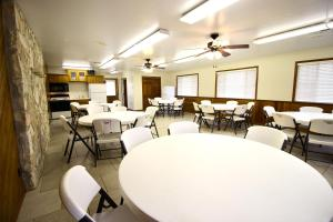 Peach Tree Inn & Suites, Hotely  Fredericksburg - big - 35