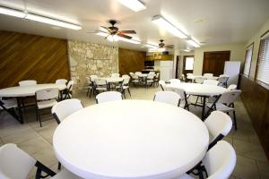 Peach Tree Inn & Suites, Hotely  Fredericksburg - big - 29