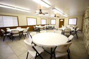 Peach Tree Inn & Suites, Hotely  Fredericksburg - big - 39