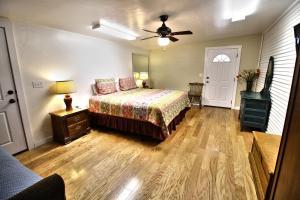 Peach Tree Inn & Suites, Hotely  Fredericksburg - big - 71