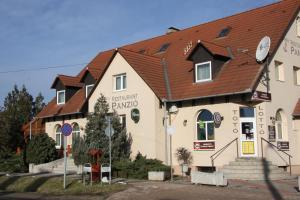 Anker Étterem és Panzió, Guest houses  Gönyů - big - 35