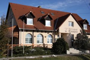 Anker Étterem és Panzió, Guest houses  Gönyů - big - 34